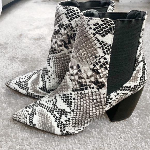 Qupid Shoes - Snakeskin Booties